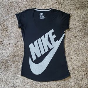 Nike logo tshirt